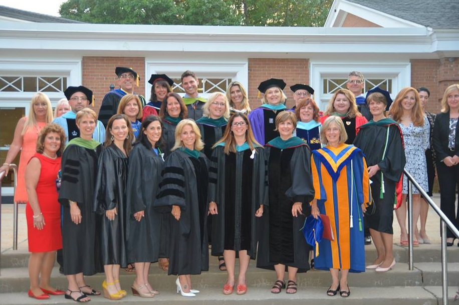 2016 graduation faculty photo